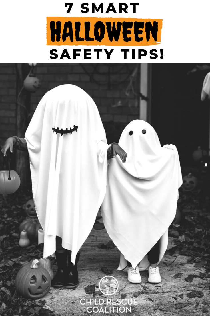 Getting ready to trick-or-treat?! Before you head out on the big night, make sure to check these smart Halloween safety tips!